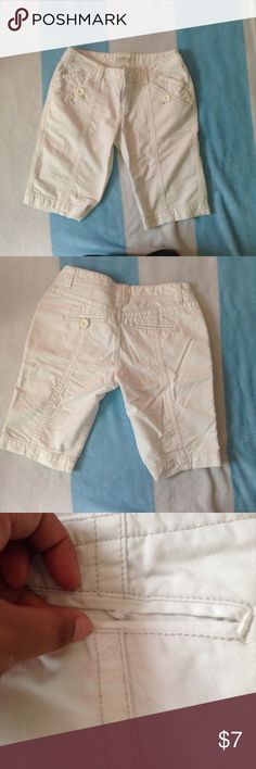 White Aeropostale shorts Fair condition missing a button and the front is not symmetrical (one side has 2 buttons the other has 1). Size 5/6. No stains or rips Aeropostale Shorts
