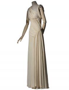 Madeleine Vionnet, Robe du soir, hiver 1935 Costuming: Assymetrical Surrealist evening dress. Feminine Cut
