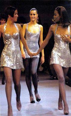 1992 - Azzedine Alaia Show (Veronica Webb, Yasmin LeBon and Naomi Campbell) Fashion Week, 90s Fashion, Runway Fashion, Fashion Models, High Fashion, Vintage Fashion, Fashion Outfits, Couture Fashion, Fashion Trends