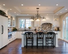 Best Kitchen Ceiling Ideas Lighting Ideas Traditional Kitchen With Exquisite Tray Ceiling - There are many decisions that go right into kitchen area design False Ceiling Design, Kitchen Ceiling Design, Kitchen Ceiling Lights, Home Decor Kitchen, Interior Design Kitchen, Kitchen Furniture, Home Design, Design Ideas, Kitchen Ceilings