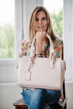 Hippi Grace Little New York a perfect shoulder bag. Handmade in a beautiful nude color for the summer.