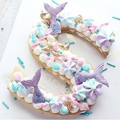 Kindergeburtstag Feiern Ideen für Motto Party Mermaid, Arielle, Under the M . Little Mermaid Parties, The Little Mermaid, Bolo Original, Mermaid Cookies, Cake Lettering, Quinceanera Themes, Quinceanera Planning, Sea Cakes, Number Cakes
