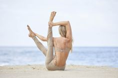 @ashleygalvinyoga stretches it out in the Interlace Bra and Entwine Legging #aloyoga #beagoddess