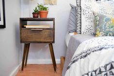 Retro Mid Century Modern Decor is coming back in style. Get ahead of the old-times and build your own stylish retro side table with a storage drawer! A great, easy build for anyone who wants great style on a tight budget! Annie Sloan, Furniture Projects, Diy Furniture, Wood Projects, House Furniture, Outdoor Projects, Furniture Design, Retro Side Table, Diy Home Decor Rustic