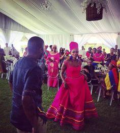 African Wear, African Women, African Dress, African Fashion Traditional, African Traditional Wedding, Traditional Wedding Attire, Traditional Dresses, Winter Wedding Colors, African Fashion Dresses
