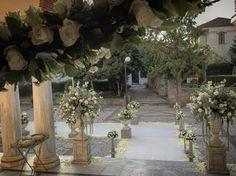 Wedding flowers Trikala Fleurs Big Day, Wedding Flowers, Wedding Ideas, Table Decorations, Garden, Home Decor, Garten, Decoration Home, Room Decor