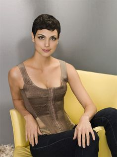 Scrumptious and Sexy Morena Baccarin Beautiful Latina, Gorgeous Women, Beautiful People, Most Beautiful, Morena Baccarin Deadpool, Morena Baccarin Gotham, Pixie Crop, Short Pixie, Famous Women