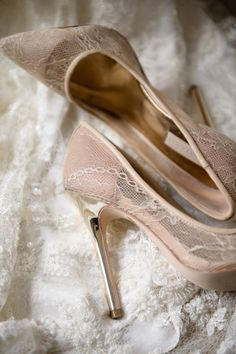 Lace pointed toe pumps: http://www.stylemepretty.com/collection/2127/ Photography: Avery House - http://galleries.averyhouse.net/
