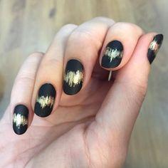 #black #gold #scratch #nails #unistella