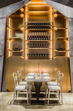 Castello 4 futuristic restaurant and bar located in Hong Kong. Designed by Michael Liu, I take a look at the striking features and fine details that define this restaurant as the new luxury dining icon. Designs feature on www.martynwhitedesigns.com