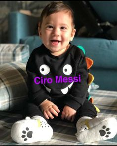 Ciro Messi 😘😍  #cute baby  #messi Lionel Messi, Barcelona, Dope Wallpapers, Cute Funny Animals, Neymar, My Boys, Leo, Boss, Soccer