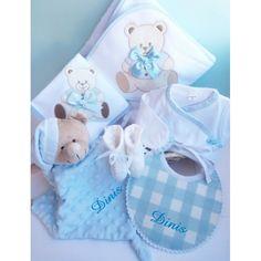 Ofereça uma prenda original, Personalizada - enviamos a sua oferta para um amigo com cartão de felicitações! Kit, Card Sentiments, Baby Coming, Cellophane Wrap, Bathroom Towels, Diapers