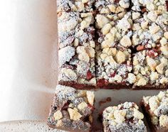 Rhabarber-Crumble-Brownies - Rezeptdatenbank - Swissmilk Blondies Cookies, Blondie Brownies, Cake Cookies, Mets, Kakao, Cereal, Oatmeal, Breakfast, Desserts