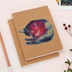 Que el sueño cósmico de un gato te inspire con las libretas de Cultura Colectiva Store. Disponible en http://tienda.culturacolectiva.com/?s=sueño+cosmico&post_type=product