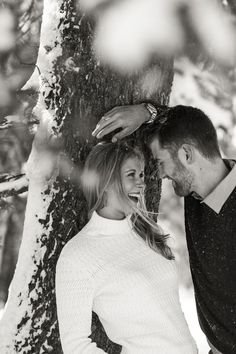 Dreamy Winter Engagement at Bogus Basin ~ Kinzy & Darren – Winter photography Winter Couple Pictures, Winter Engagement Pictures, Engagement Photo Poses, Engagement Shoots, Forest Engagement Photos, Country Engagement, Beach Engagement, Wedding Couple Poses, Couple Photoshoot Poses