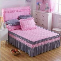 Pink and Dark Gray Quilt Handmade Bed Sheets, Diy Bed Sheets, King Size Bed Sheets, Cheap Bed Sheets, Bed Sheet Sets, Bed Cover Design, Bed Design, Luxury Bedding Sets, King Bedding Sets
