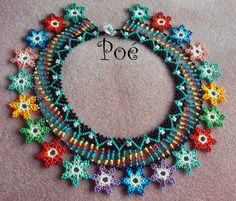 Beading necklace ending with flowers - DIY Schmuck Soutache Jewelry, Beaded Earrings, Beaded Jewelry, Scarf Jewelry, Seed Bead Jewelry, Beading Tutorials, Beading Patterns, Collar Redondo, Beaded Cape