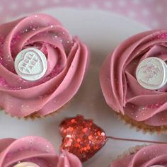 Valentines Day Cupcakes with Love Hearts