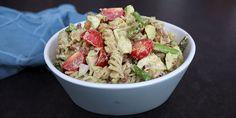 Lækker pastasalat med en dressing af avocado.