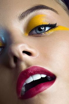 Yellow #eyeshadow - Black liner - Red lips