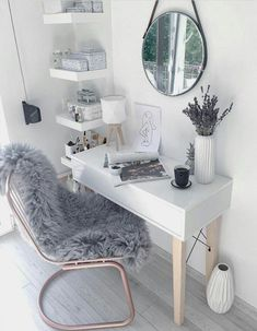 extra gemütlich im haus mit der richtigen fensterdekoration. extra cozy in the house with the right window decoration. Room Reveal with a tufted DIY & hellip; Room, Interior, Cozy House, Cozy Home Office, Home Decor, Room Decor, Bedroom Decor, Girl Bedroom Decor, Dream Rooms