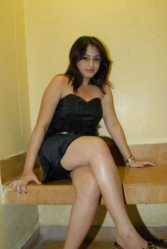 Indian_Rasna_Gal_Suhani_showing_hot_thigs,_sexy_hot_In_Black_Dress_(3).jpg (537×800)