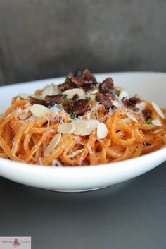 Pasta with Roasted Red Peppers, Almonds and Bacon | Use mushrooms instead of bacon and vegan cheese