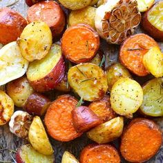 Rosemary and Garlic Roast Potatoes. Roast potatoes with rosemary garlic and lemon are a tray of golden sunshine packed with flavour and sticky goodness. Rosemary Roasted Potatoes, Roasted Potato Recipes, Vegetarian Recipes, Cooking Recipes, Healthy Recipes, Healthy Meals, Vegan Vegetarian, Cooking Tips, Salad Recipes