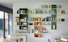 Contemporaine et originale, la bibliothèque déstructurée. http://www.rangeocean.fr/nos-produits/salon-bibliotheque/les-bibliotheques-destructurees.html