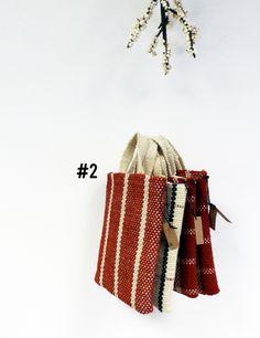 GEBRAT es una marca de #accesorios textiles construidos en telares de bajo lizo. A partir de hilos de fibras naturales y cueros curtidos al vegetal, cada pieza se realiza de forma artesanal en series cortas. Detrás de este proyecto está Greta Serra; diseñadora de #Barcelona que combina Gebrat con otros proyectos y colaboraciones relacionados con la experimentación textil. #madeinspain