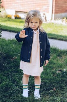 Lots of inspiration, diy & makeup tutorials and all accessories you need to create your own DIY Stranger Things Eleven Costume for Halloween. Eleven Stranger Things Costume, Stranger Things Halloween Costume, Stranger Things Quote, Stranger Things Season, Eleven Halloween Costume, Fete Halloween, Baby Halloween, Halloween Stuff, Halloween Ideas