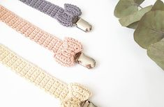 til baby Arkiv - Stine Bohn Love Crochet, Crochet For Kids, Diy Crochet, Knitting Projects, Crochet Projects, Yarn Projects, Baby Knitting Patterns, Crochet Patterns, Crochet Pacifier Clip