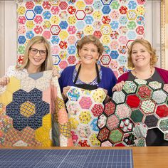 Quilt As You Go Hexagon Quilt - Hexagon quilt blocks are a favorite at Missouri Star, and you can imagine how thrilled we were when - Hexagon Quilt Pattern, Hexagon Patchwork, Patchwork Quilt Patterns, Hexagon Quilting, Hand Quilting, Jenny Doan Tutorials, Missouri Star Quilt Tutorials, Missouri Star Quilt Pattern, Quilting Tutorials
