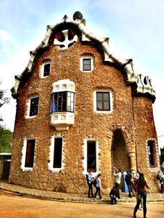 Antonio Gaudi : Barcelona