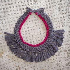 Collar trapillo Flecos/Granate