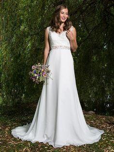 H&G-Kollektion: Schlichtes Brautkleid im Bohemian-Stil mit spitzenbesetztem V-Ausschnitt und semitransparenter Taille. Wedding Dresses, Classic, Fashion, Plain Wedding Dress, Dress Wedding, Curve Dresses, Bride Gowns, Wedding Gowns, Moda