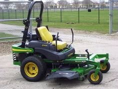 John Deere commercial zero turn lawn mower. Makes lawn cutting a whole lot easier. http://www.howtostartyourlawncarebusiness.com