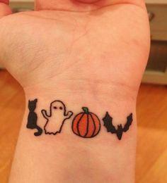 21 flashy Halloween tattoo ideas for women Love Tattoos, Body Art Tattoos, New Tattoos, Small Tattoos, Tattoos For Women, Tatoos, Cool Simple Tattoos, Tasteful Tattoos, Print Tattoos