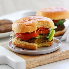 Easy veggie mushroom lentil burgers that are protein packed, vegan, gluten free, and so delicious! Perfect for lunch or dinner, and all taste buds! Mushroom Veggie Burger, Vegan Veggie Burger, Homemade Veggie Burgers, Veggie Loaf, Sweet Potato Brownies Vegan, Paleo Sweet Potato, Burger Recipes, Grilling Recipes, Herbed Potato Salad