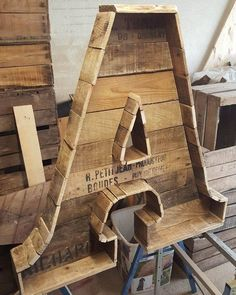 Whether you are constructing a bird house of dog house you need to build it with care and precision. Makin use of neat wooden pallets to make a house for your pet is the best idea.