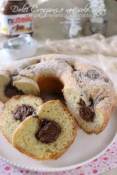 Ciambellone allo yogurt con cuore di nutella Nutella Recipes, Yogurt Recipes, Baking Recipes, Cake Recipes, Yogurt Muffins, Torte Cake, Bulgarian Recipes, Plum Cake, Cooking Cake