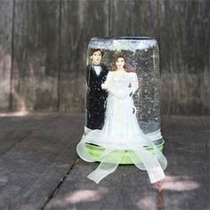 Wedding Snow Globe - how cool would that be to make for your wedding guests. Maybe not the bride and groom but with a picture of you in it??  So many possibilites!