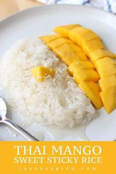 This Thai Mango Sweet Sticky Rice recipe is a classic Southeast Asian dessert! Sticky rice smothered with creamy coconut sauce, paired with juicy mangos. Delicious Desserts, Yummy Food, Tasty, Sweet Sticky Rice, Mango Sticky Rice, Coconut Sticky Rice, Chinese Sticky Rice, Sticky Rice Recipes, Rice Cake Recipes