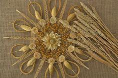 Straw Weaving, Weaving Art, Straw Decorations, Corn Dolly, Straw Art, Wheat Straw, Weaving Designs, Gold Work, Handmade Ornaments