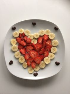 Apple Crab Snacks for Kids - Crafty Morning Cute Food, Yummy Food, Food Art For Kids, Creative Food Art, Food Carving, Fruit Plate, Food Decoration, Food Crafts, Food Humor