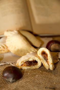 Fagottini dolci con marmellata di castagne e amaretti                   Ottopre     Che sia pure l'ottopre benedetto,   freddo nun è e il...
