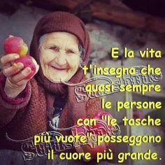 e la vita t'insegna che quasi sempre le persone con le tasche vuote possiedono il cuore più grande