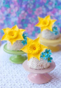 How to make sugar daffodils — Lulu's Sweet Secrets - #spring #sugarflowers #sugardaffodils #daffodils