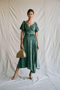 Sexy V-neck Ruffled Lace Print Midi Dress Dress With Bow, Dress Up, Pretty Dresses, Beautiful Dresses, Lace Print, Dress Silhouette, Retro Dress, Designer Dresses, Autumn Fashion