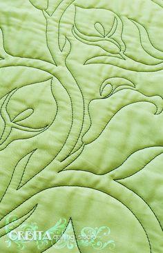Copo de leite - Coleção Primavera Fabulosa Quilting livre, quilting com régua, micro quilting! Quilting em peças de patchwork, cursos de quilting, designs de quilting! Aqui:  https://orbitaquilting.com.br/copo-de-leite/  Mais um dos desenhos exclusivos da Coleção Primavera Fabulosa, a flor Copo de Leite é a estrela da vez! Muitas pessoas são encantadas com a simplicidade dessa flor! E nós aqui no Órbita, particularmente, estamos no coro junto com essas pessoas! P